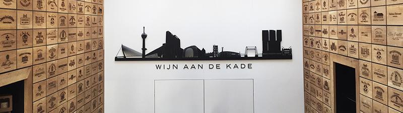 NOV'82 Architecten - Wijn aan de Kade - achterwand met skyline van Rotterdam