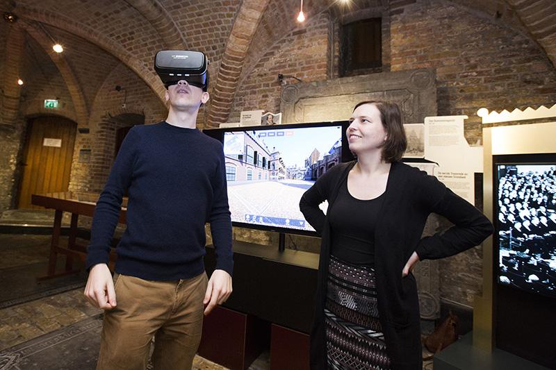 De app kan in de toekomst ook met VR-bril worden ervaren. Het was mogelijk al een kleine preview te krijgen. fotograaf: Bart van Vliet